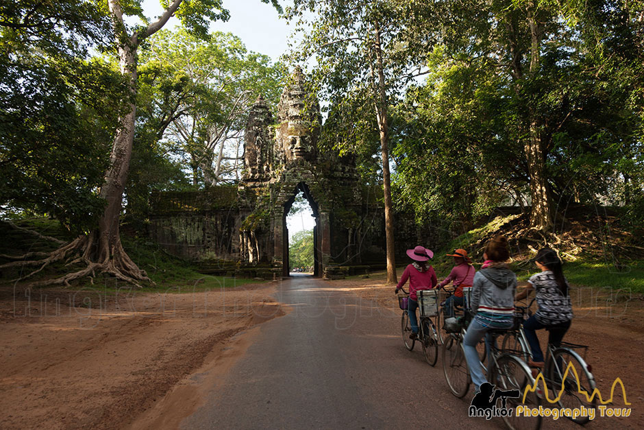 bicycles angkor thom gate photography tours