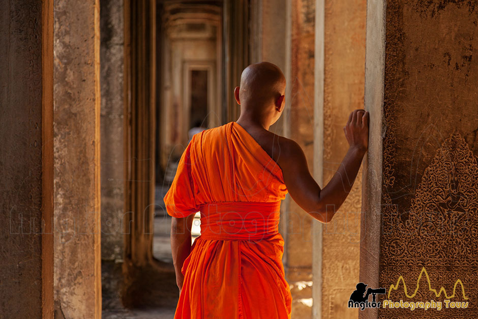 monk angkor wat photography tours