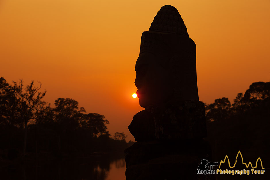 giant statue angkor thom photography tours