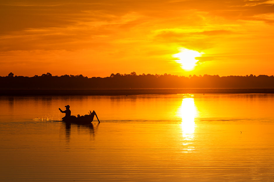 fisherman on lake siem reap photography tours