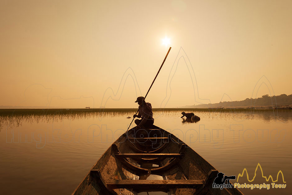 fisherman on boat siem reap photography tours