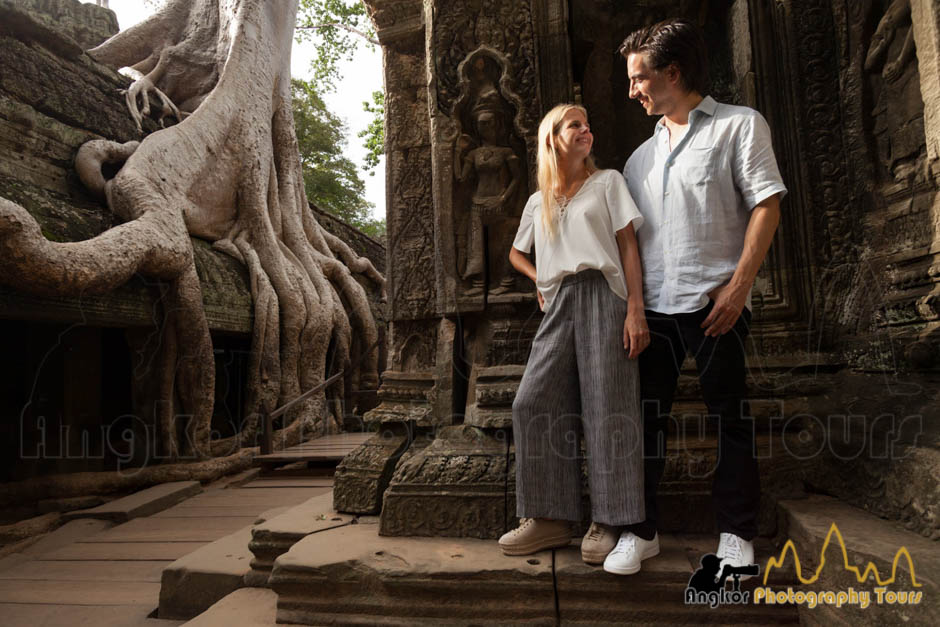 angkor couple Ta Phrom temple photography tour
