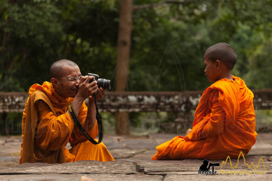 monk photographer angkor wat photography