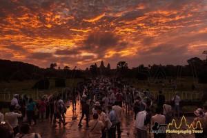 angkor wat tourist crowd sunrise equinox
